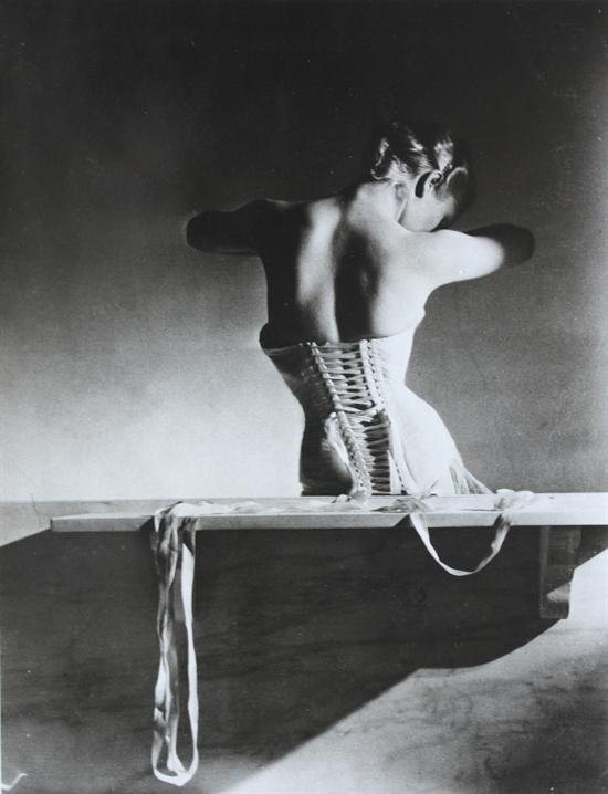 horst-p-horst-mainbocher-corset-paris-photographs-silver-print-zoom_550_718