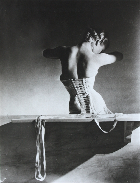 horst-p-horst-mainbocher-corset-paris-photographs-silver-print-zoom_550_718