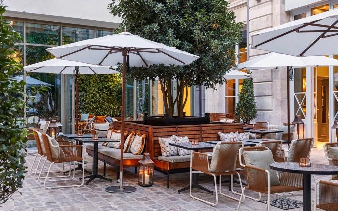 the-hoxton-paris-courtyard